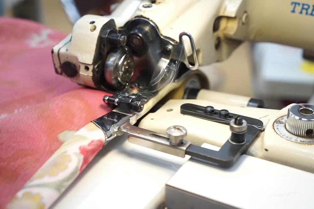 耳の三巻(2本糸すくい縫いミシン)