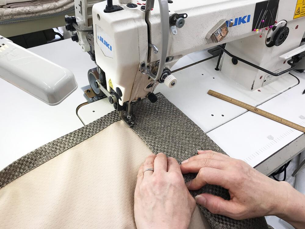 裾の三巻(2本糸すくい縫いミシン)